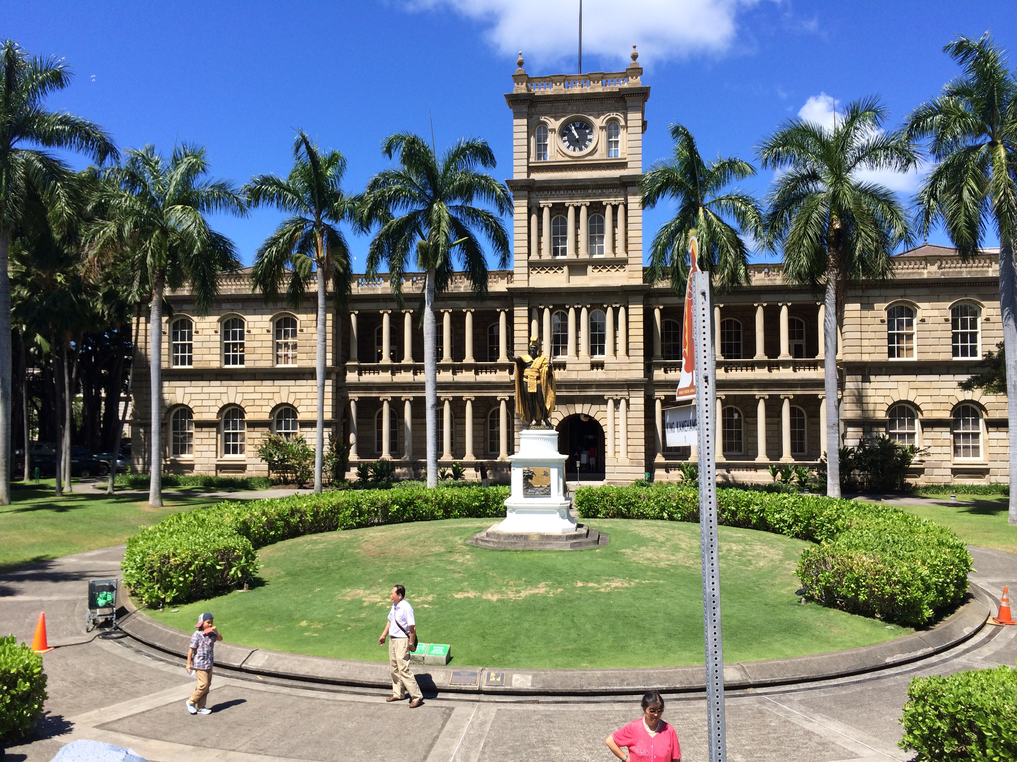 Government building commissioned by Hawaiian King Kamehameha, with his statue in front.